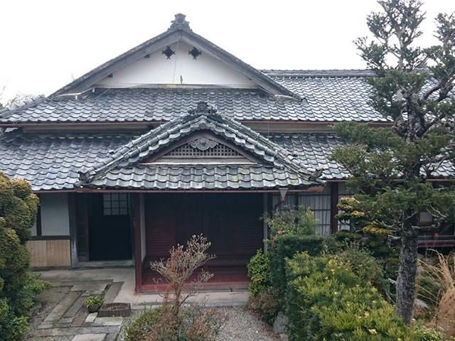 江戸中期の屋根がある古民家